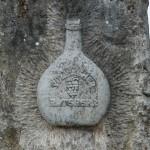 Die Flaschenform des Bocksbeutels ist reglementiert, d.h. nur das Anbaugebiet Franken bzw. einige wenige andere Gegenden haben das Recht, den Bocksbeutel zu verwenden!